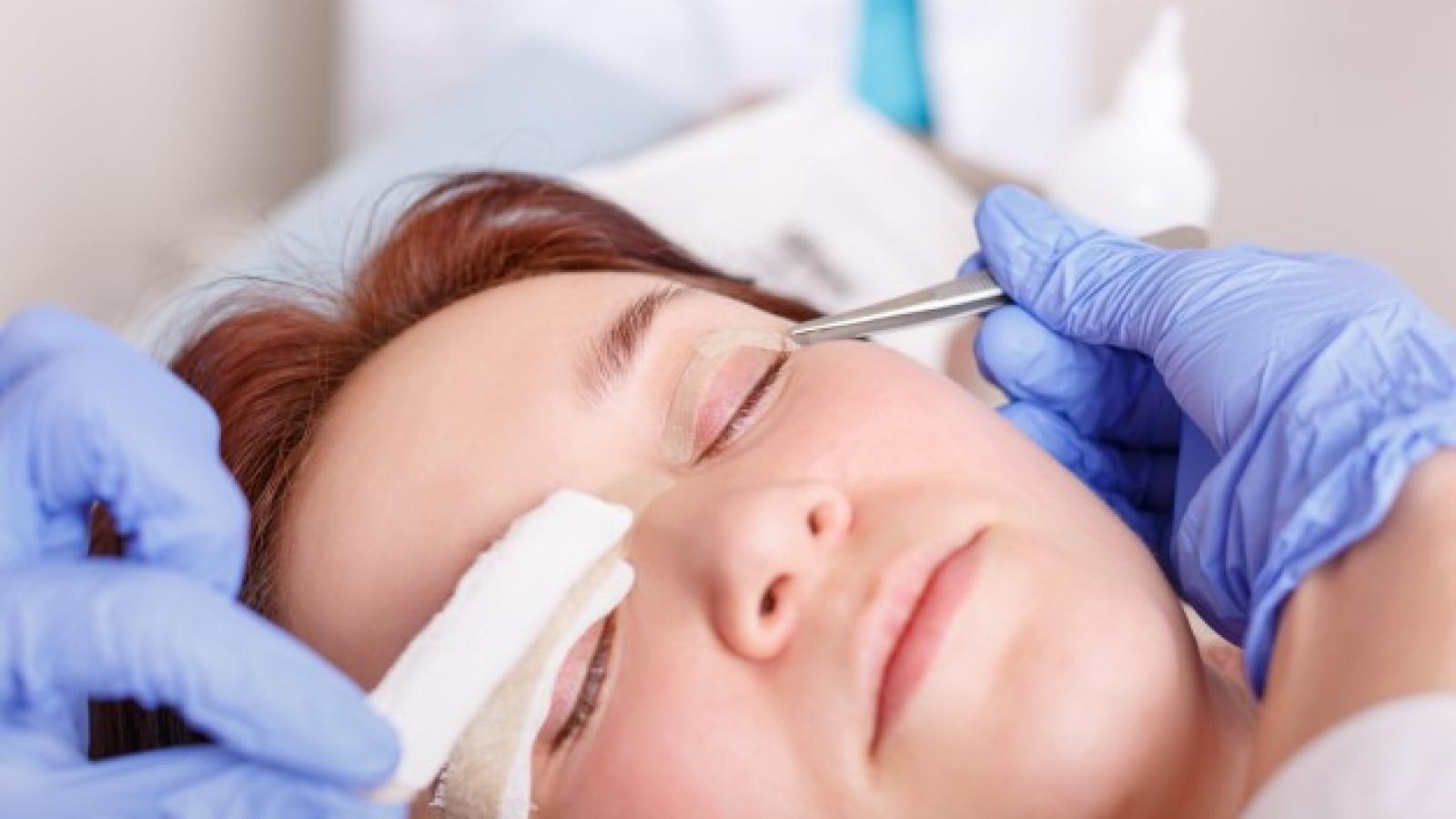 clinica de cirurgia plastica em santos dra ana lucia lemos-Blefaroplastia-cirurgia-plástica-levanta-pálpebras-e-elimina-bolsa-de-gordura